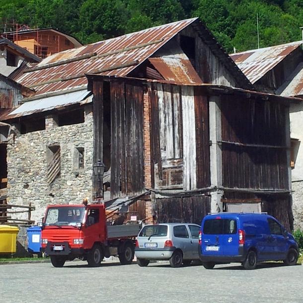 BUILDING IN PIETRAPORZIO